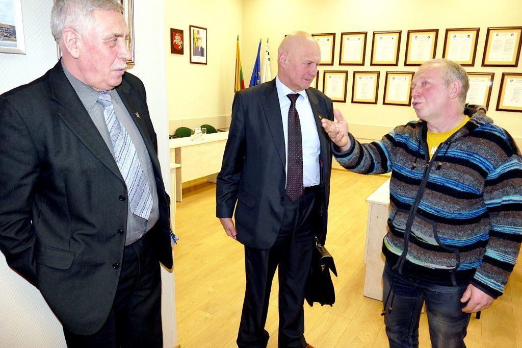 Rimantas Jaruškevičius (dešinėje) siūlė Seimo nariui, kaip, jo nuomone, paspartinti estakados statybą įsteigiant specialų fondą.