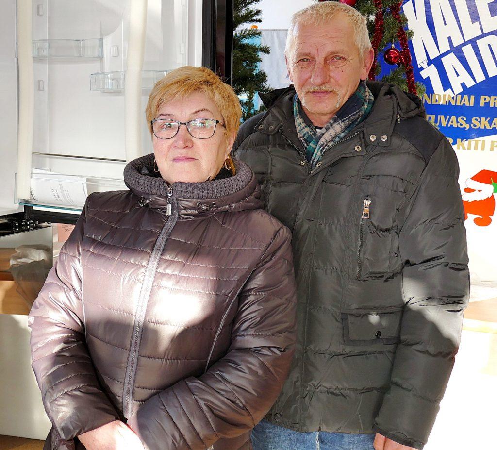 Šaldytuvą loterijoje laimėjo Algimantas ir Janina Veseriai iš Sakūčių.