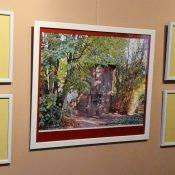 Lidijos Meškaitytės miniatiūros eksponuojamos tarp jos vardo premijos laureatų didesnio formato darbų. Petro Skutulo nuotr.