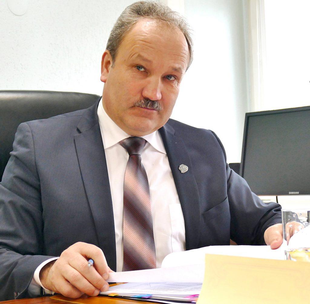 """Prieš Velykas Šilutės r. savivaldybės meras Vytautas Laurinaitis su """"Pamario"""" skaitytojais pasidalijo naujienomis iš vizitų į tris ministerijas."""